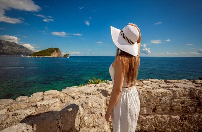 My 7 Best Travel Beauty Tips to That Hold Up No Matter What