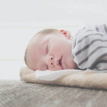 How Much Should My Newborn Baby Sleep? An Ultimate Guide for the First 8 Weeks