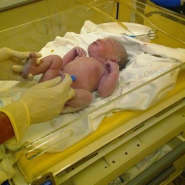 First Time Parent Guide: Newborn Care That Happens Immediately After Birth