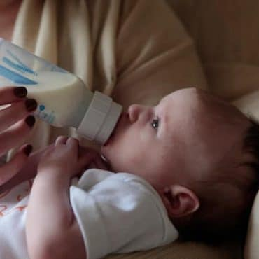 Paced Bottle Feeding: An Easy Way to Ease Discomfort While Feeding