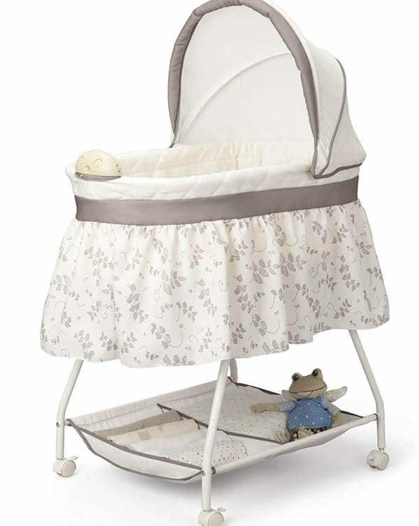 JPMA certified bassinet with locking wheels